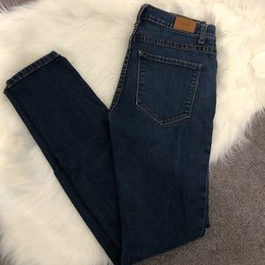 BDG high rise cigarette ankle jeans. Size 27